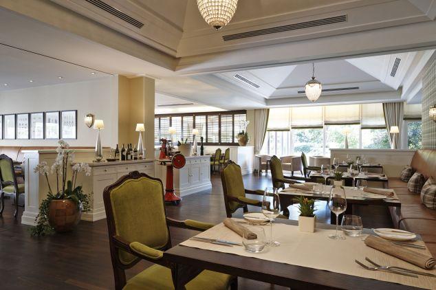 Kempinski Hotel Frankfurt Gravenbruch_EssTisch restaurant inside 3