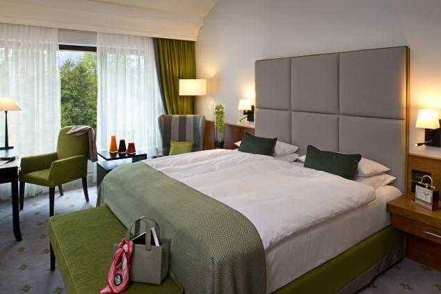 Kempinski Hotel Frankfurt Gravenbruch_Grand Deluxe room green 2.jpg